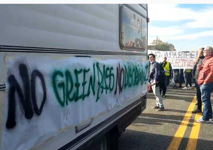I portuali hanno iniziato sciopero. L'Italia libera spera in Trieste