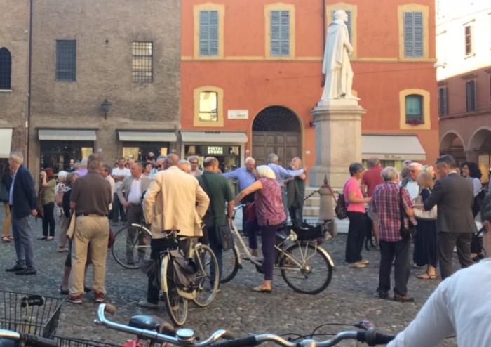 Orrore a Manchester, Muzzarelli invita i cittadini in piazza