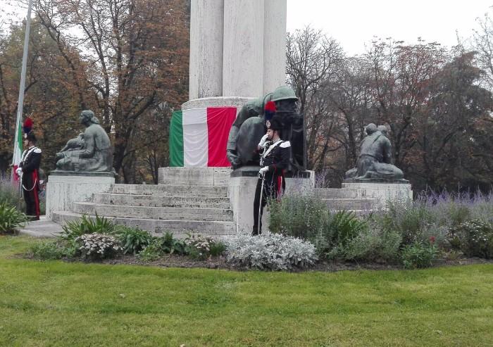Festa delle forze armate: offese sul monumento ai Caduti