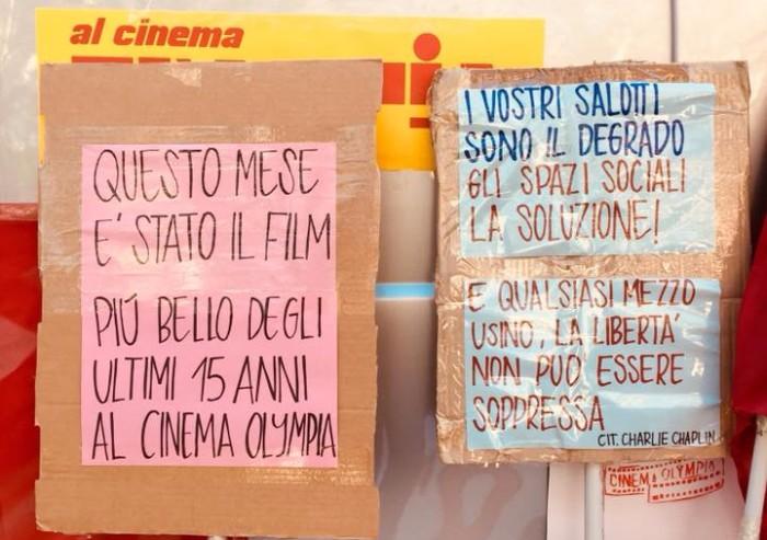 Sberleffo alla giunta: il Guernica occupa un altro cinema