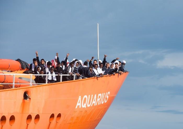 Oltre lo slogan dell'invasione: volti dei migranti. Incontro a Reggio