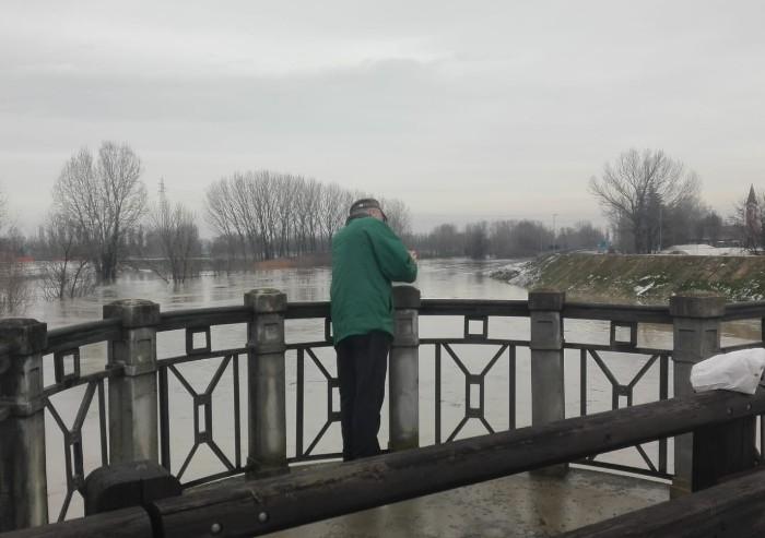 Fiumi in piena, chiuso anche un tratto di via Emilia est