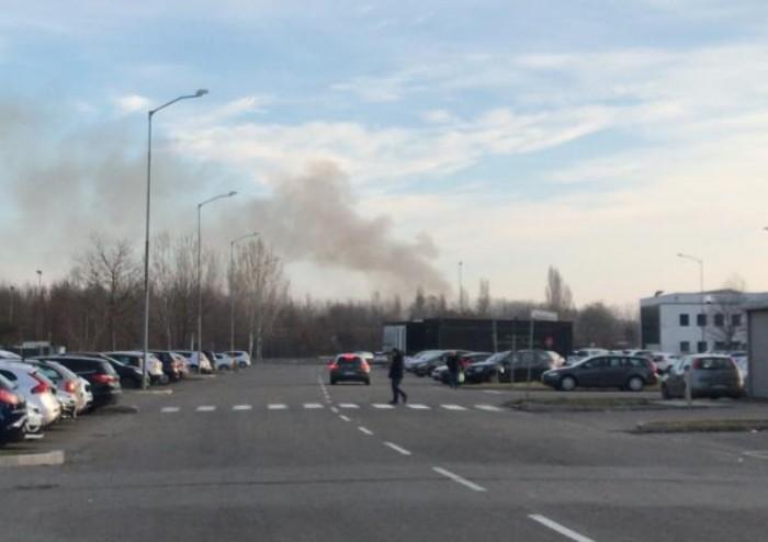 Una enorme nuvola di fumi tossici sulla città