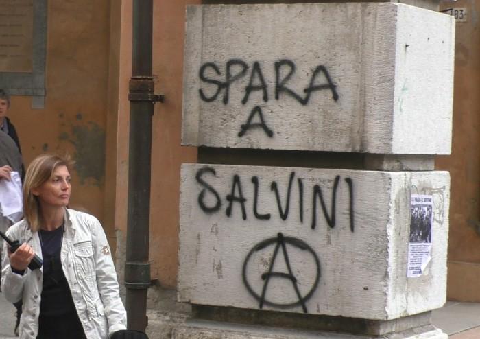 Corteo anarchico, centro storico violato