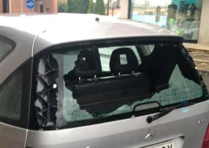 Grandinata devastante su Modena: danni alle auto e alberi abbattuti