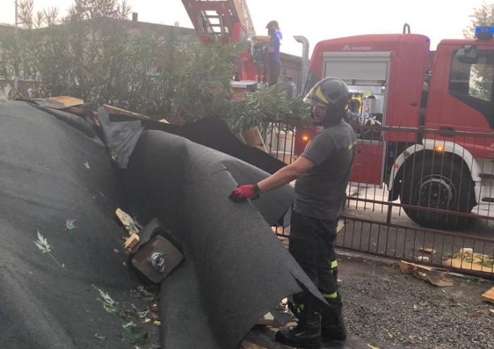 Pioggia e vento forte su Modena, gran rischio in via Peri