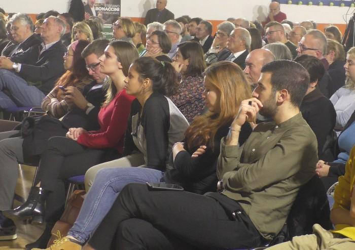 Le sardine aprono la convention elettorale di Modena pro-Bonaccini