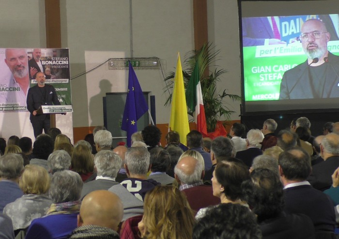 Il centro sinistra unito per Bonaccini: 'Basta litigi, perché stavolta rischiamo'