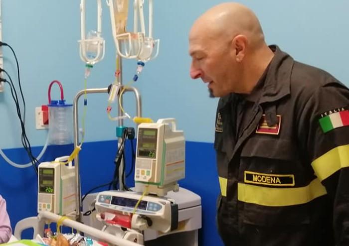 Policlinico Modena, vigili del fuoco accendono i sorrisi a pediatria
