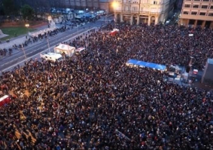 Piazza 8 agosto delle sardine: 'Siamo 40.000, se il centro-sinistra perderà non molleremo'