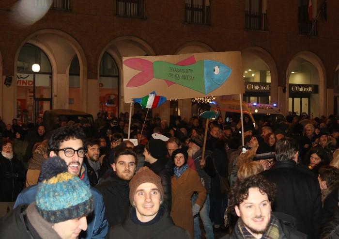 Pd, Sardine, testimonial e alleati: i colori della piazza di Modena