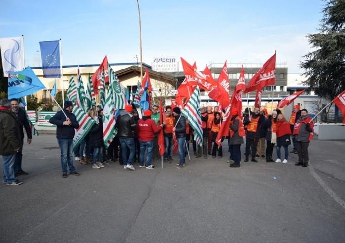 Contratto Federlegno, mobilitazione davanti alla azienda di Orsini