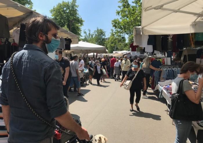 Modena, Novi Sad: al mercato del lunedì il distanziamento non esiste