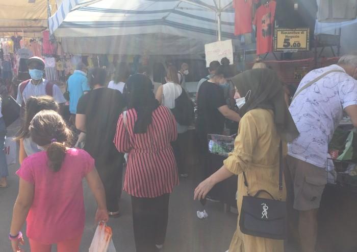 Mercato Novi Sad a Modena: mascherine ok, ma nessun distanziamento