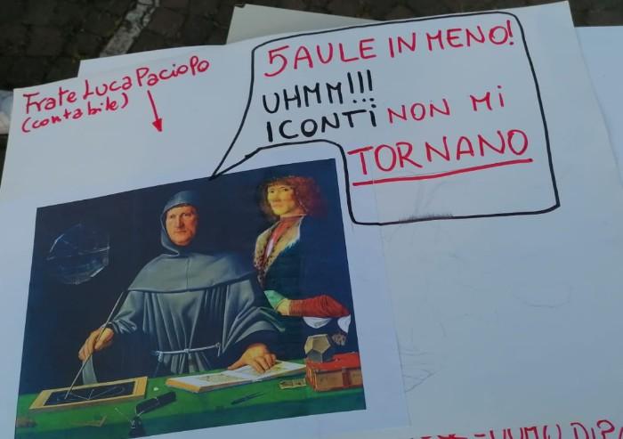 Modena, riaprono le scuole: esplode la protesta al Barozzi