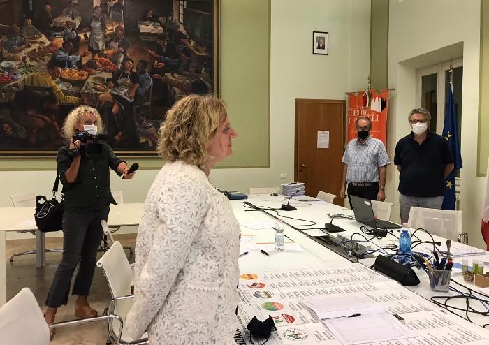 Vignola, l'ufficio elettorale conferma: Muratori sindaco per 17 voti