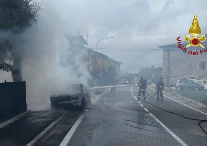 Pavullo, auto in fiamme: disagi sulla via Giardini