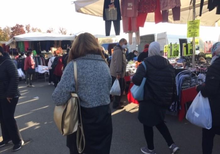 Mercato Novi Sad a Modena, anche oggi il distanziamento resta chimera