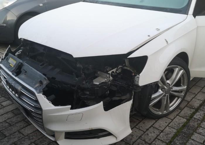 Cognento, rubano pezzi di Bmw e Audi: auto distrutte