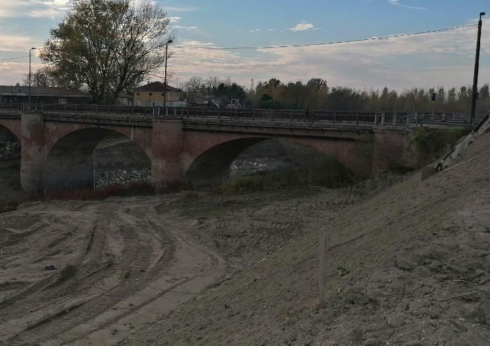 Argini sempre più alti superano i ponti, ed il rischio rimane