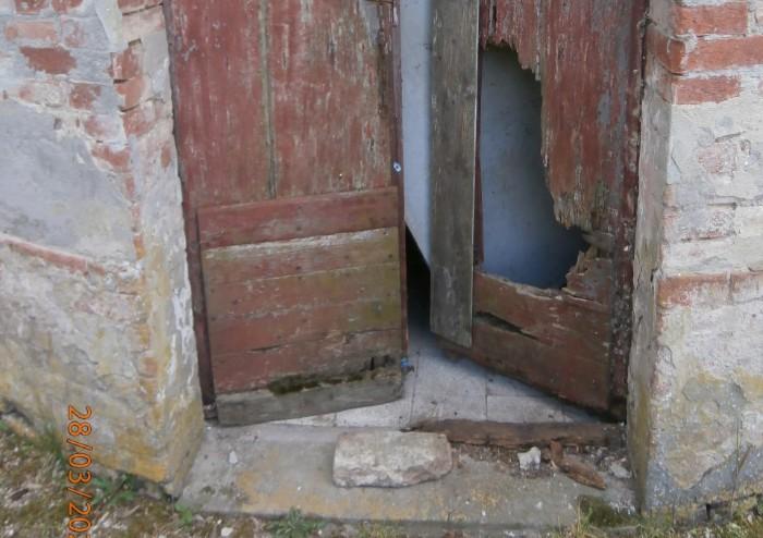 Villa Sorra, atti vandalici alla casa del custode