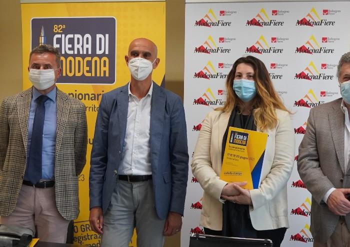 Gene Gnocchi che commenta l'Italia: la Fiera di Modena è anche questo