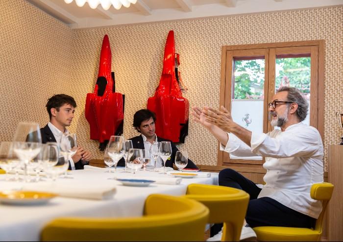 Modena, Bottura mette a tavola i big Ferrari al ristorante Cavallino