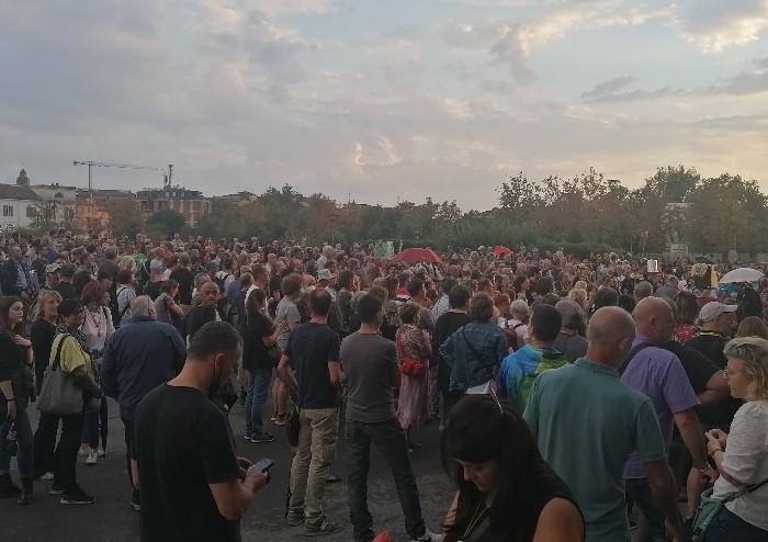 Modena, in centinaia alla manifestazione pacifica contro il Green Pass
