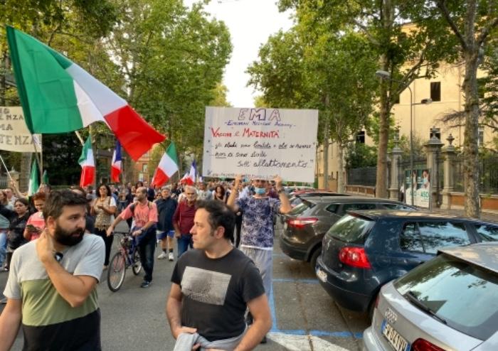 Modena, corteo pacifico in centro contro il Green Pass: sfilano in 500