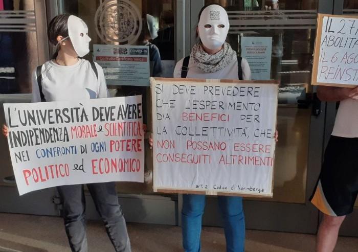 Unimore, studenti in presidio contro Green Pass: 'Avanti ad oltranza'