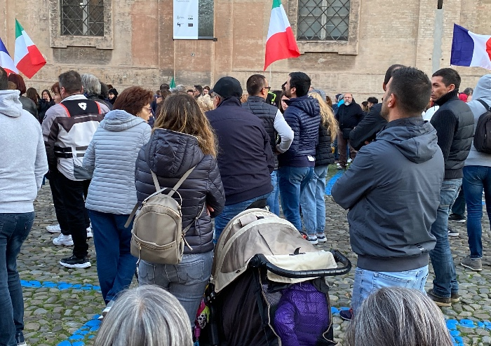 Modena, dalla manifestazione pacifica anti Green Pass parole di luce